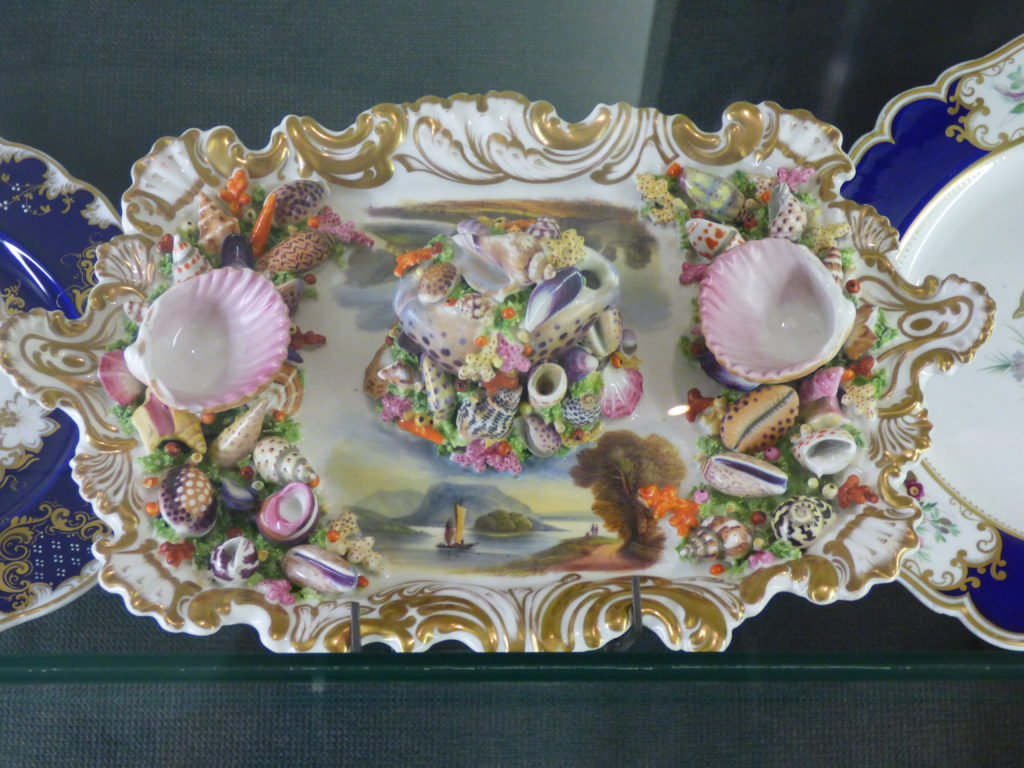 Plate with sea shells